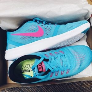 NWT✨ Women's Nike Free RN